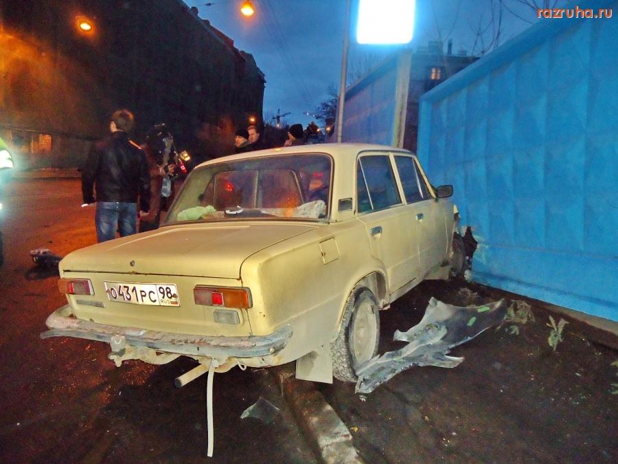 Очередное ДТП на перекрестке улиц Пионерской и Корпусной в Петроградском районе. Машины бьются, люди гибнут еженедельно, но светофор все не устанавливают.