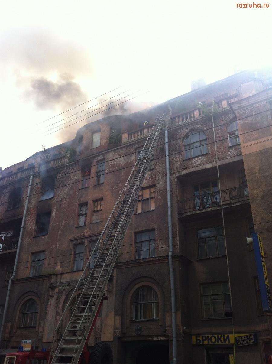 Прокурор Санкт-Петербурга, обратите внимание на проблему! На Большой Пушкарской ул., дом 7 в очередной раз горело здание, которое уже давно полностью расселено, но заселено повторно. Чиновниками. За взятки.